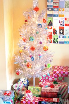 Cheap, homemade Christmas ornaments | How About Orange