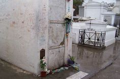 TOMB OF MARIE LAVEAU.VODOO PRIESTESS IN NEW ORLEANS LA  article-image