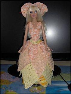 Le défilé des créations -stylistes : Barbie-fleur - Bastet Barbie Gowns, Barbie Dress, Barbie Doll, Crochet Barbie Clothes, American Doll Clothes, Doll Wardrobe, Fashion Dolls, Free Pattern, Knit Crochet