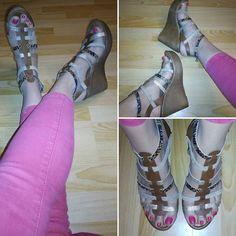 #shoes #shoesaddict #sandales #compensées #heels #talons #girls #fashion #mode #chaussures  #girls #tendances #strass #paillettes #girlsday #photos  #photography #pink