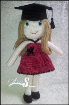 muñeca personalizada graduacion,amigurumi muñeca, tejida por artesesa