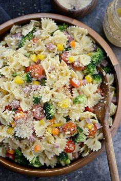 Colorful veggies are tossed with bowtie pasta, Genoa salami, Parmesan and a super simple Italian dressing for the ultimate Italian bowtie pasta salad! Easy Pasta Salad, Pasta Salad Italian, Pasta Salad Recipes, Pasta Salad Feta, Spinach Salads, Healthy Pasta Salad, Summer Pasta Salad, Crab Salad, Cold Pasta