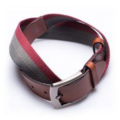 Ceinture de haute qualité en cuir brun et un tissu bleu marine avec une  rayure rouge classique. Une ceinture doit être un joli accessoire qui  réhausse votre ... 279d368f0b2