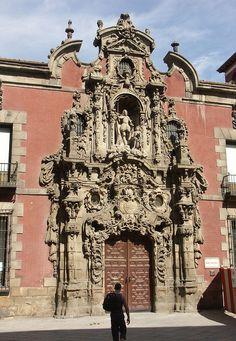 Portada barroca del Museo Municipal de Madrid