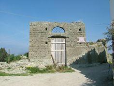 Ischia La perla del Golfo di Napoli: Cappella Rosa o anche nota come Cappella Milone