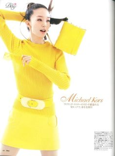 Twiggy is BACK! Never mellow yellow. Michael Kors Hamilton, Michael Kors Jet Set, Orange Bag, Yellow Fashion, Michael Kors Wallet, Mellow Yellow, Fast Fashion, Spring Fashion, Street Style