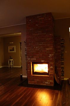 simple brick fireplace Red Bricks, Brick Fireplace, Stoves, Living Room, Interior Design, Simple, House, Inspiration, Ideas