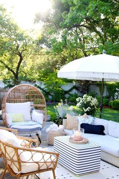 Outdoor decorating Ideas: My Summer Porch and Patio - Modern Glam - - Summer is here and it's time to spend more time outside! Here are some outdoor decorating ideas to help you turn your patio or porch into a welcome retreat. Outdoor Rooms, Outdoor Furniture Sets, Outdoor Decor, Outdoor Patios, Outdoor Kitchens, Backyard Furniture, Outdoor Living Spaces, Porch Furniture, Outdoor Areas