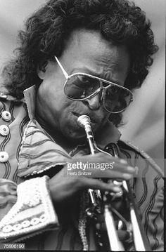Jazz trumpeter Miles Davis performs onstage at the Newport Jazz Festival in 1990 in Newport, Rhode Island. Get premium, high resolution news photos at Getty Images Miles Davis, Newport Jazz Festival, Walter White, Billie Holiday, Newport News, Outdoor Art, Still Image, Funny Animals, Blues