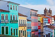 Pelourinho, Salvador, Brasil – O famoso bairro histórico de Salvador nos presenteia com suas cores durante o ano todo, além de ter uma extensa programação cultura, com apresentações musicais e artísticas.
