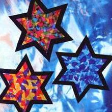 Stained Tissue Stars craft for kids. Hanging in a window, the stained tissue stars produces a dramatic effect. Even a four year old child can do this . Preschool Christmas, Christmas Activities, Christmas Crafts For Kids, Kids Christmas, Holiday Crafts, Christmas Decorations, Hanukkah Crafts, Vbs Crafts, Preschool Crafts