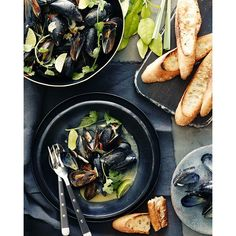 Coconut Curry Mussels - What's Gaby Cooking A simple recipe for Coconut Curry Mussels with green curry and served alongside grilled bread to soak up all the delicious cooking liquid! Fish Dishes, Seafood Dishes, Seafood Recipes, Cooking Recipes, Curry Mussels Recipe, Coconut Recipes, Healthy Recipes, La Marmite, Whats Gaby Cooking