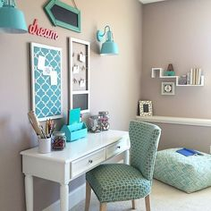 Teen Room Like the small white desk and pop of color. the small white desk and pop of color. Small White Desk, White Desks, Black Desk, Girls White Desk, Turquoise Room, Turquoise Accents, Turquoise Teen Bedroom, Turquoise Office, Turquoise Comforter