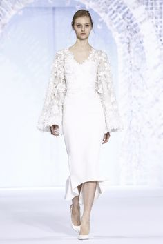 Ralph-and-Russo-Couture-Spring-Summer-2016-Paris-6105-1453748396-bigthumb.jpg