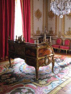 Bureau du Roi (King Desk) in the Cabinet intérieur du Roi in Versailles. Luis Xiv, Palace Of Versailles, Interior Decorating, Interior Design, Rococo, Baroque, Marie Antoinette, Antique Furniture, Antique Desk