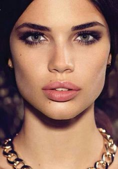 Dramatic eyes calls for a subtle lip...sometimes it's best to not have your cake and eat it too...save some for later with this look.