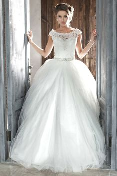 Getting Ideas For Your Personal Wedding Gown By Using Our Big Wedding Gown Image Files Album. Make Your Very Own Wedding Brilliant.