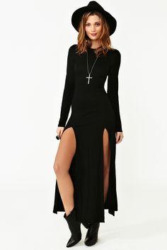 Light Wave Dress Dream Feeling Dress - Magenta Femme Dress - Black Love the dress. Season Of The Witch Maxi Dress Dark Fashion, Gothic Fashion, Modern Witch Fashion, High Fashion, Gothic Mode, Moda Casual, Looks Black, Halloween Kostüm, Halloween Costumes