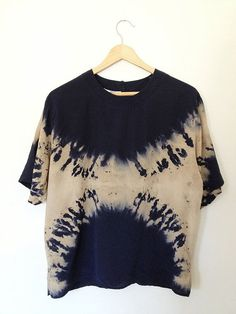 Navy Hand Dyed Shibori Top Medium/Large by SilkShaman on Etsy Tie Dye Fashion, Trend Fashion, Look Fashion, Tye Dye, Tie Dye Crafts, Shibori Tie Dye, Frack, How To Dye Fabric, Dye T Shirt