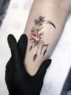Photo tattoo Elena Ogibenina – foot tattoos for women Mom Tattoos, Forearm Tattoos, Cute Tattoos, Beautiful Tattoos, Body Art Tattoos, Hand Tattoos, Small Tattoos, Tatoos, Tattoos For Women Flowers
