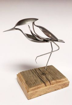 The ideas we created from metal? For you art lovers, you must be familiar with metal artwork. Metal art is the material that I think is the best with longer durability. Metal Art Projects, Welding Projects, Metal Crafts, Metal Sculpture Artists, Steel Sculpture, Silverware Art, Welded Art, Spoon Art, Metal Welding