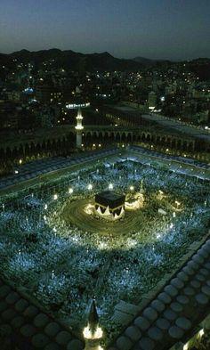 Beautiful sight of masjid al haram at nigt Mecca Madinah, Mecca Masjid, Mecca Wallpaper, Islamic Wallpaper, Mobile Wallpaper, Masjid Al Haram, Islamic Images, Islamic Pictures, Medina Mosque