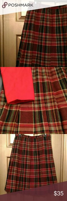 GORGEOUS PITLOCHRY  PLEATED WOOL PLAID SKIRT EUC GORGEOUS PITLOCHRY  PLEATED WOOL PLAID SKIRT IN EXCELLENT USED CONDITION. SIZE 16P FULLY LINED, ZIPPER, 100% PURE NEW WOOL MADE IN SCOTLAND. PICLOCHRY Skirts