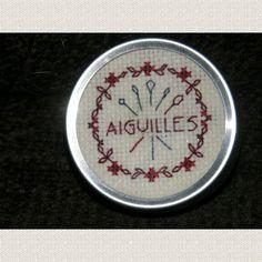 Boîte ronde - Aiguilles - http://www.caielle-cadiera.com/achat-aiguilles-389448.html
