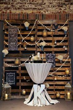 Ideas para decoración de una boda rústica industrial con armazones de madera. ¿Cuantos de estos elementos crees que puedes encontrar en las tiendas de a dólar. ¡Diviértete decorando tu boda!