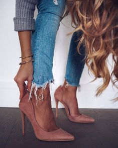 Pop Rocky – Mode Trend – Best Woman Shoes for Winter Pop Rocky, Cute Shoes, Me Too Shoes, Moda Lolita, Looks Style, My Style, Nude Pumps, Stilettos, Neutral Pumps