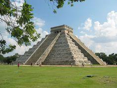 """""""Pirâmide de Kukulcán"""". Cidade de Chichen-Itzá. México."""