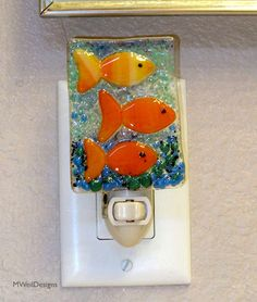 Fishes in water fused glass night light, Fused Glass Ornaments, Fused Glass Jewelry, Fused Glass Art, Mosaic Glass, Stained Glass Night Lights, Glass Lights, Glass Fusion Ideas, Slumped Glass, Glass Fusing Projects