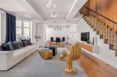 It certainly pays well enough to afford Richards ownership of an impressive New York City penthouse apartment in the One Fifth Avenue complex, which he has placed on the market for US$9.995 million (AU$13.1 million), after dropping the price from its original US$10.5 million ($13.8 million) asking price.