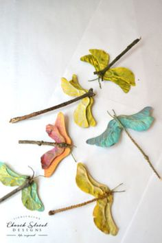 Nature Crafts Dragonflies - Make these maple seed dragonflies - Easy craft tutorial - Butterfly party - Dragonfly party ideas - Garden party - Garden Wedding - dragonfly Wedding Favors Nature Crafts, Fall Crafts, Christmas Crafts, Crafts For Kids, Summer Crafts, Quick Crafts, Diy And Crafts, Arts And Crafts, Bug Crafts