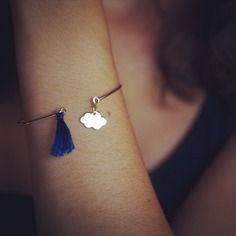 Bracelet jonc avec nuage et pompon bleu marine