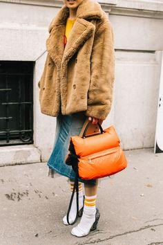 Street Style #MFW / Día 5 / 26 de febrero de 2018 Spring Outfits Classy, Spring Outfits For School, Spring Outfits Women, Milan Fashion Week Street Style, Milano Fashion Week, Street Chic, Street Wear, Estilo Dark, Estilo Denim