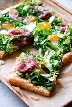 Asparagus Egg Prosciutto Tart with Spring Salad. This tart is perfect for spring and summer, and is surprisingly easy to make! Made with puff pastry and topped and arugala salad with lemon and basil dressing, sounds Yummy! Easter Recipes, Brunch Recipes, Appetizer Recipes, Summer Recipes, Appetizers, Easter Meal Ideas, Spring Salad, Summer Salads, Asperges Prosciutto