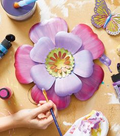How To Make A Painted Metal Flower. Check out this beginner's level project. Remember to share what you make using Soda Can Flowers, Tin Flowers, Paper Flowers, Flowers Garden, Soda Can Crafts, Crafts To Do, Recycle Crafts, Diy Crafts, Aluminum Can Crafts