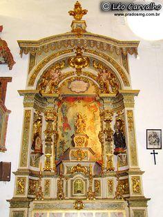 Um dos altares da Igreja Matriz em Prados.  (One of the altars of the Church in Prados)