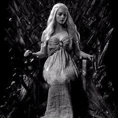 4,149 vind-ik-leuks, 10 reacties - Emilia Clarke (@emiliaclarkelive) op Instagram: 'Queen Daenerys'