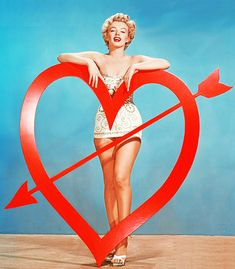 Marilyn Monroe - Happy Valentine's Day ♥♥♥ Feliz Día de San Valentín ~~ For more:  - ✯ http://www.pinterest.com/PinFantasy/gente-~-marilyn-sweet-marilyn/