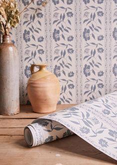Vintage Velvet, Jewelry Case, Raw Materials, Green Flowers, Toiletry Bag, Parisian Style, Inspired Homes, Blue Velvet, Beautiful Interiors