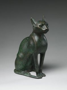 Ancient Egyptian cat statuette associated with the goddess Bastet. (The Metropolitan Museum of Art)