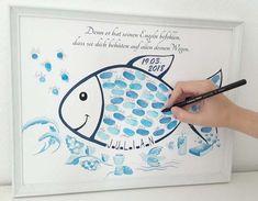 Der **Fingerabdruck Fisch zur Taufe** ist eine originelle Alternative zum Gästebuch für die **Taufe**. Jeder Gast hinterlässt seinen farbigen Fingerabdruck und Unterschrift als Schuppe im Tauffisch...