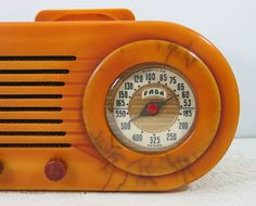 oh my. gorgeous vintage fada radio.