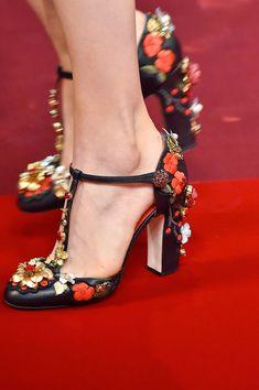 customiser ses chaussures - escarpins ornés de fleurs colorées