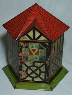 SUPERB VICTORY V FIGURAL SIX SIDED SUMMER HOUSE SWEETS TIN 1890s CLIMBING ROSES | eBay Vintage Kitchenware, Vintage Tins, Tin House, Climbing Roses, Store Displays, Advertising Signs, Old Things, Decorative Boxes, Lunch Boxes