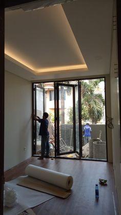 On Progress Desain Rumah Bapak Ahdianto di Jakarta 7 House Arch Design, Bungalow House Design, Interior Design Your Home, Home Room Design, Egyptian Home Decor, Ceiling Design, Minimalist Home, Home Decor Inspiration, House Plans