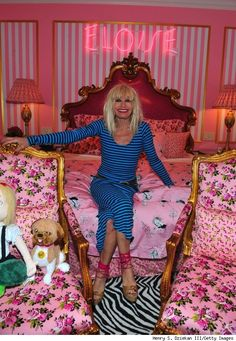 Book-Themed Lodging : Betsey Johnson Eloise Suite