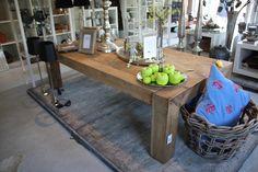 Robuuste houten langwerpige salontafel   Vierkante poten   Nieuw gemaakt van oud hout   Afmeting 1.80 cm x 0.90 cm x 0.50 cm